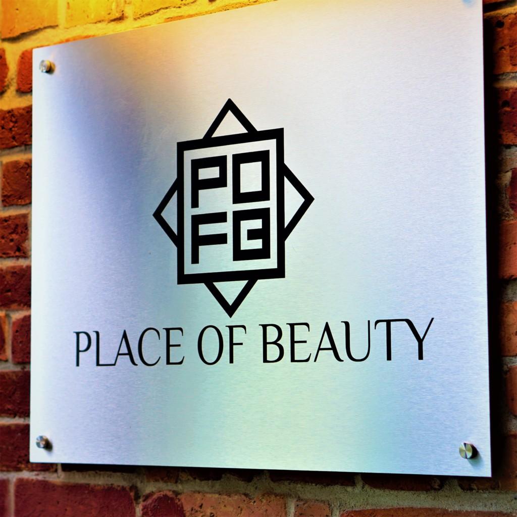 tablica z logo salon kosmetyczny