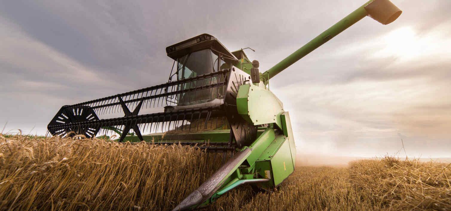 naklejki-na-maszyny-rolnicze